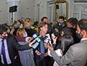 Presidente Luis Lacalle Pou dialoga con la prensa