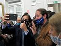 Luis Lacalle Pou se fotografía con ciudadanos de Rocha