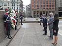 Acto de colocación de una ofrenda floral al pie del monumento al Gral. José Artigas