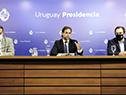 Presidente Luis Lacalle Pou acompañado por los ministros de Salud Pública, Daniel Salinas, y de Turismo, Germán Cardoso