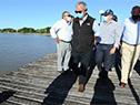 Ministro de Transporte y Obras Públicas, Luis Alberto Heber recorre el puerto de Nueva Palmira