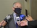 Ministro Pablo da Silveira dialoga con la prensa