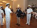 Ministro Javier García, hace entrega los diplomas al mérito