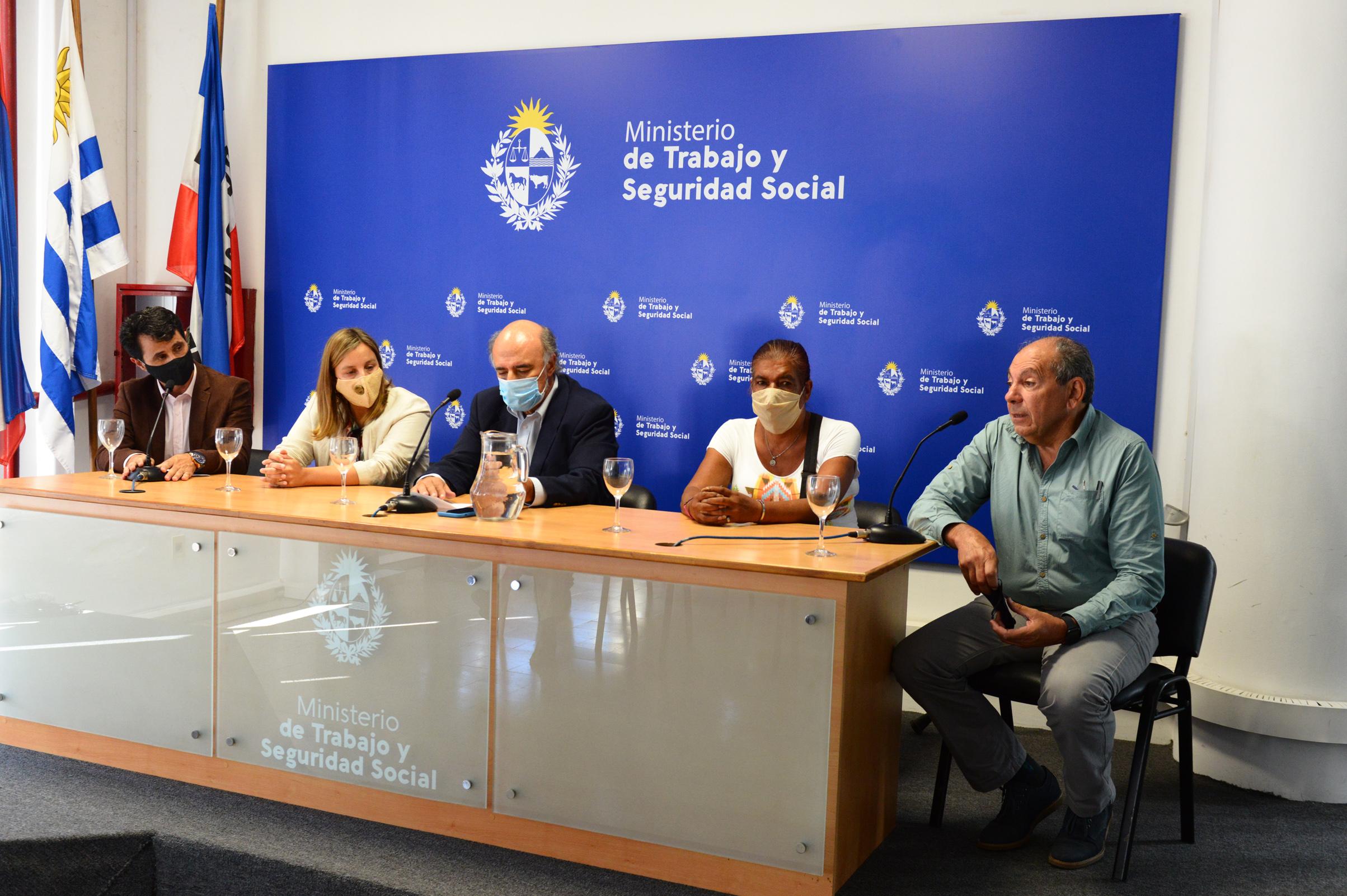 Ministro de Trabajo y Seguridad Social, Pablo Mieres, encabezó conferencia de prensa de presentación del formulario de registro para clasificadores