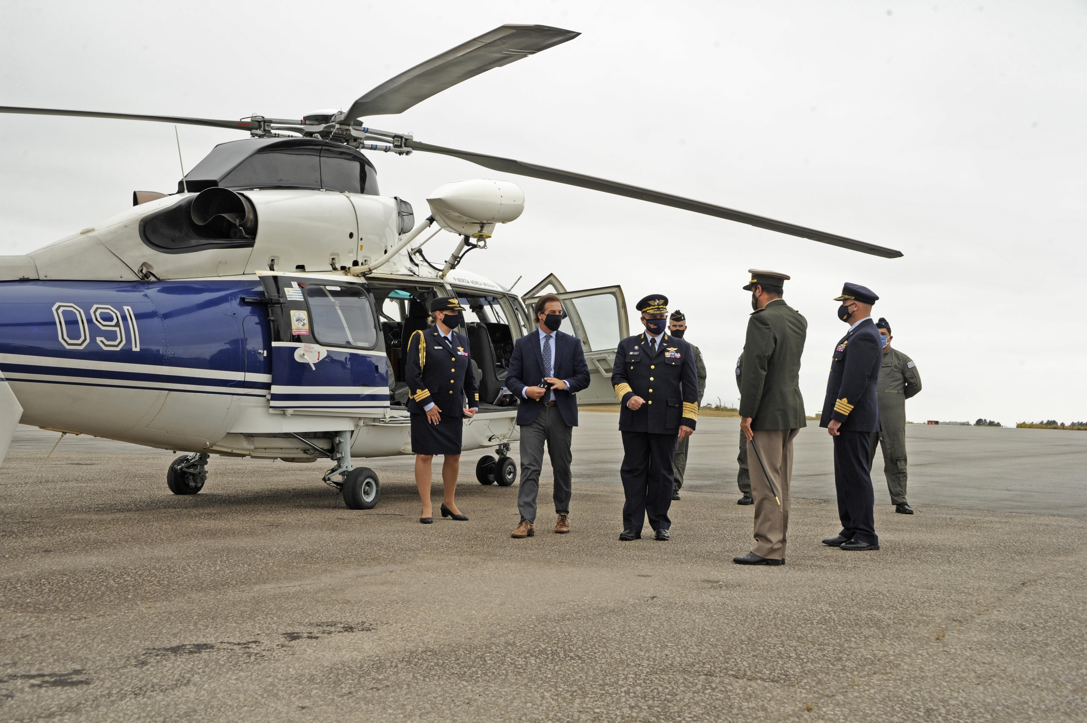 Lacalle Pou es recibido por las autoridades de la FAU