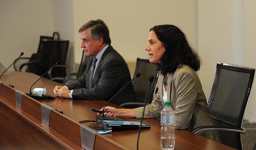 Ministros Azucena Arbeleche y Omar Paganini realizaron una videoconferencia para presentar la reforma del mercado de combustibles