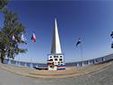 Ofrenda floral en el obelisco que recuerda el desembarco en la playa de la Agraciada, en su 196.° aniversario.