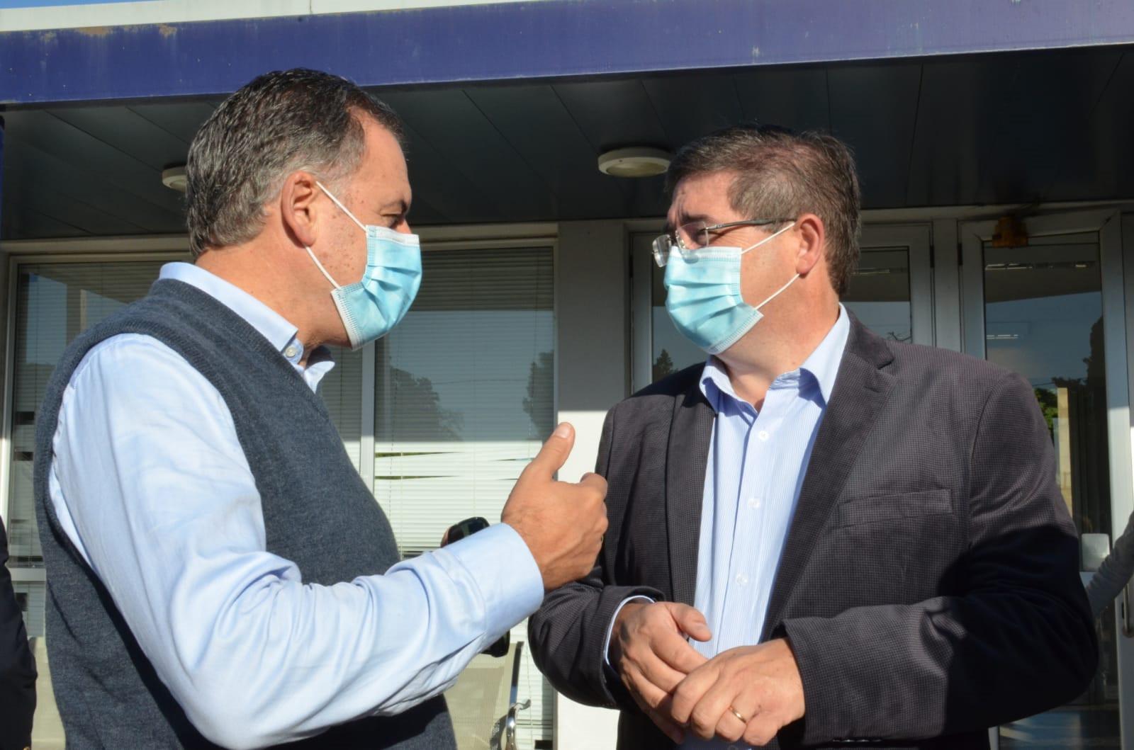 Intendente Yamandú Orsi junto al presidente de ASSE, Leonardo Cipriani