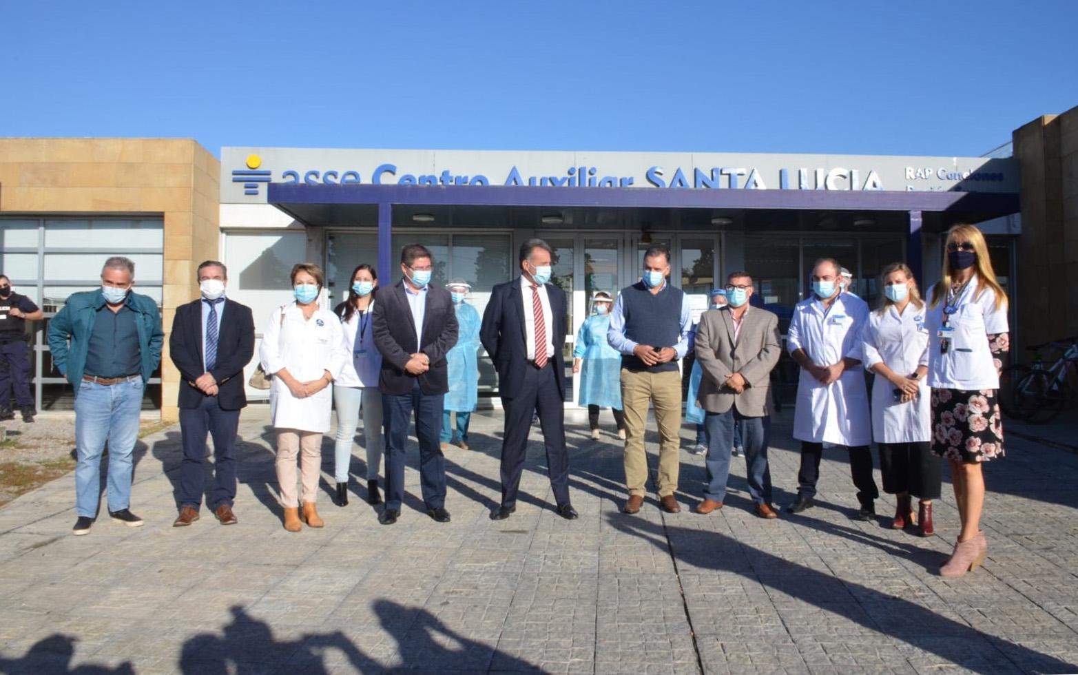 Autoridades en inauguración de nuevo vacunatorio en el Centro Auxiliar de Santa Lucía, Canelones