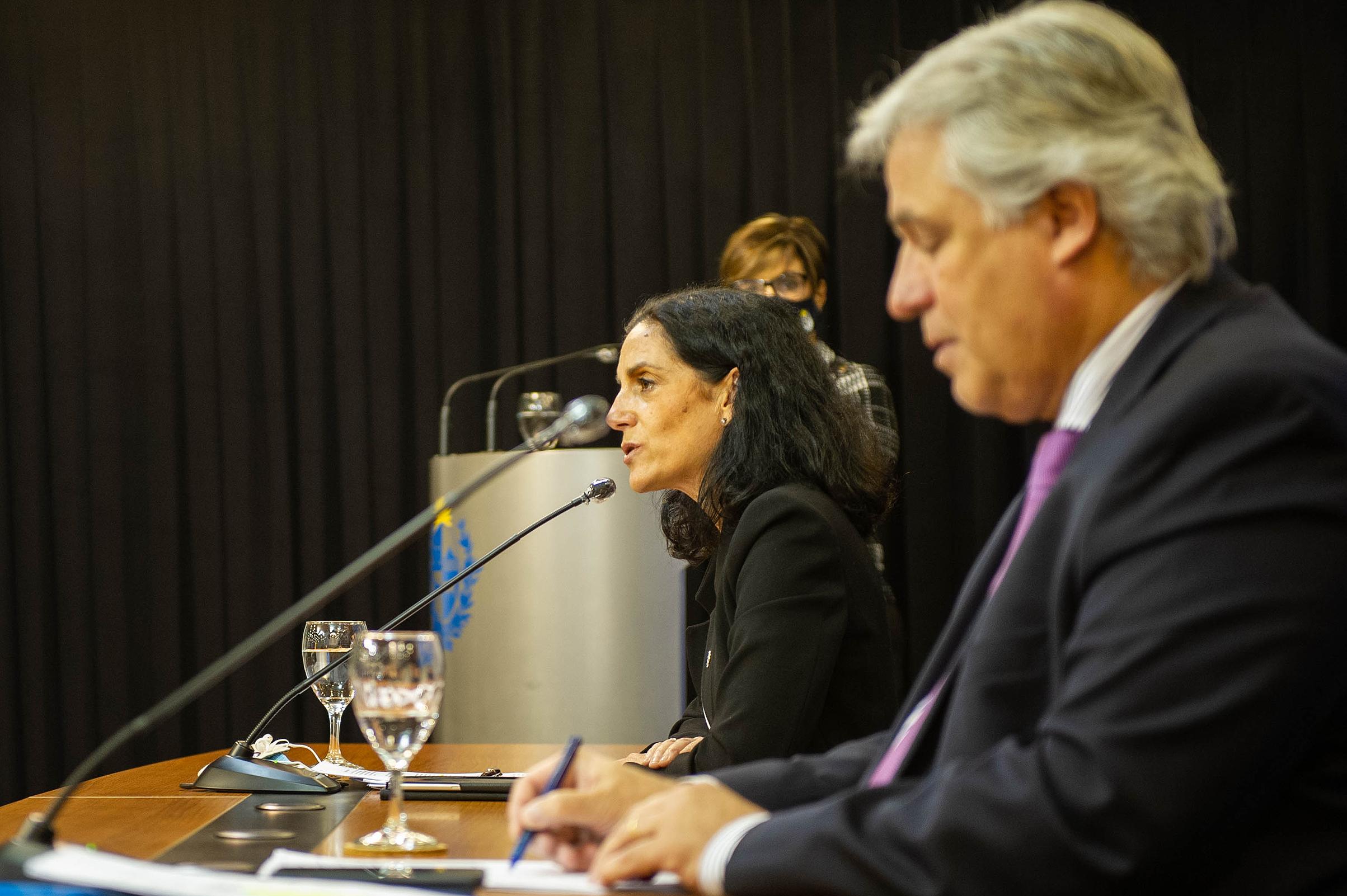 Ministra de Economía y Finanzas, Azucena Arbeleche y Ministro de Relaciones Exteriores, Francisco Bustillo