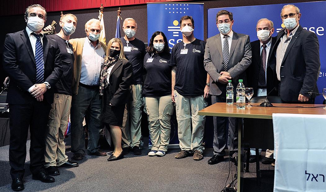 Autoridades, luego de la conferencia de prensa sobre la cooperación técnica brindada por el Centro Médico Sheba de Israel