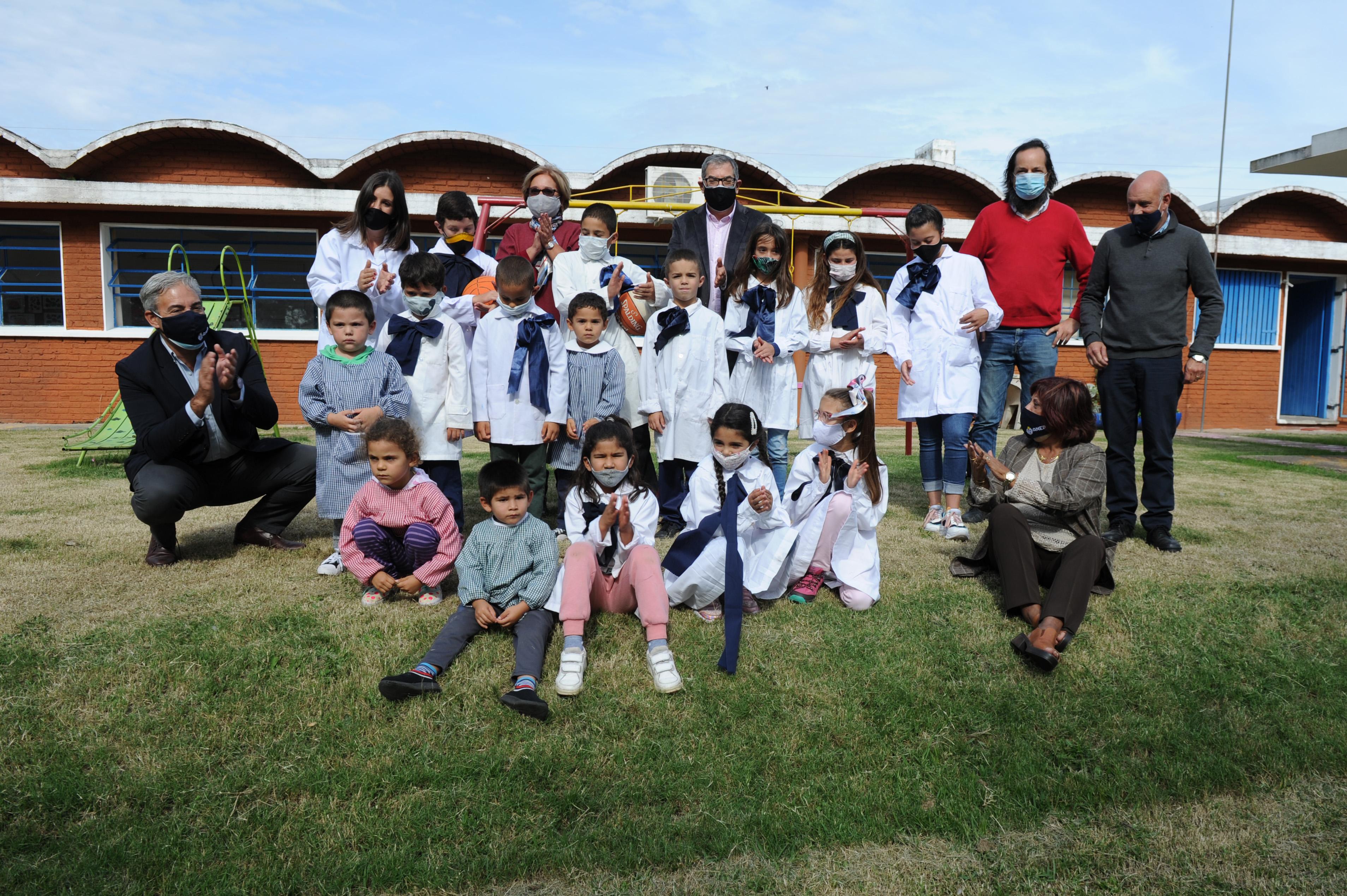 Reintegro a clase de los alumnos de la escuela rural n.° 41, Alfredo Zitarrosa