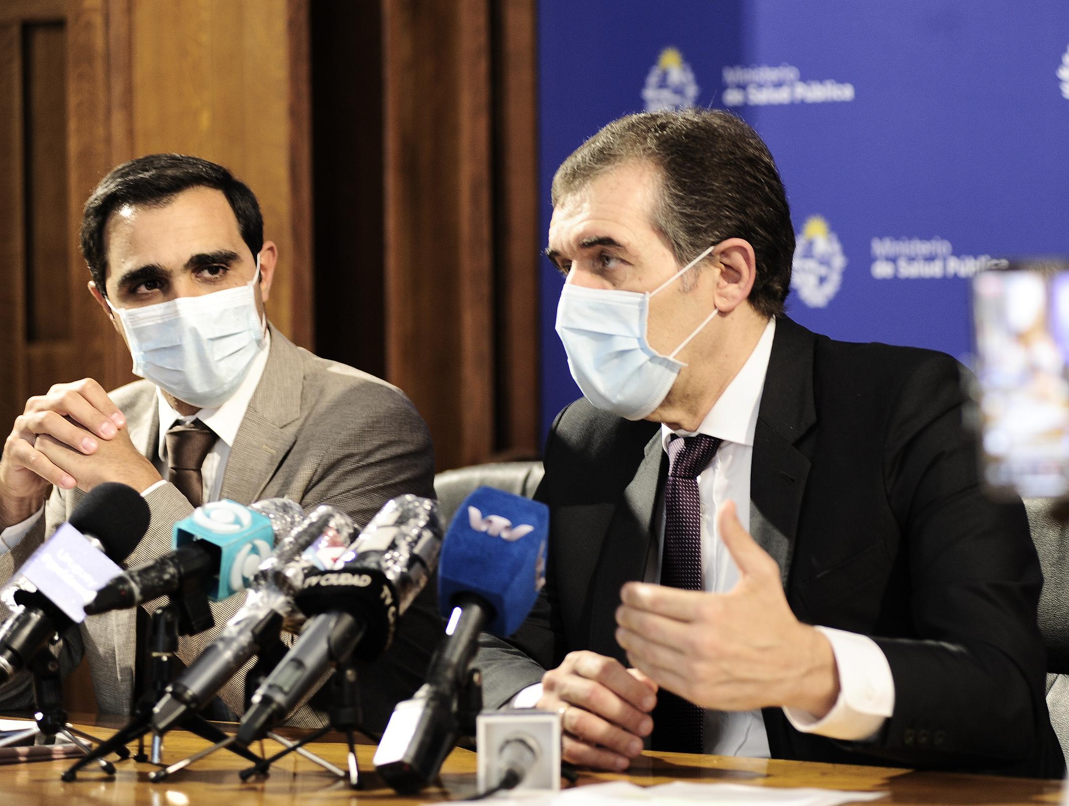 Subsecretario de Salud Publica, José Luis Satdjian, y Miguel Asqueta, director general de Salud