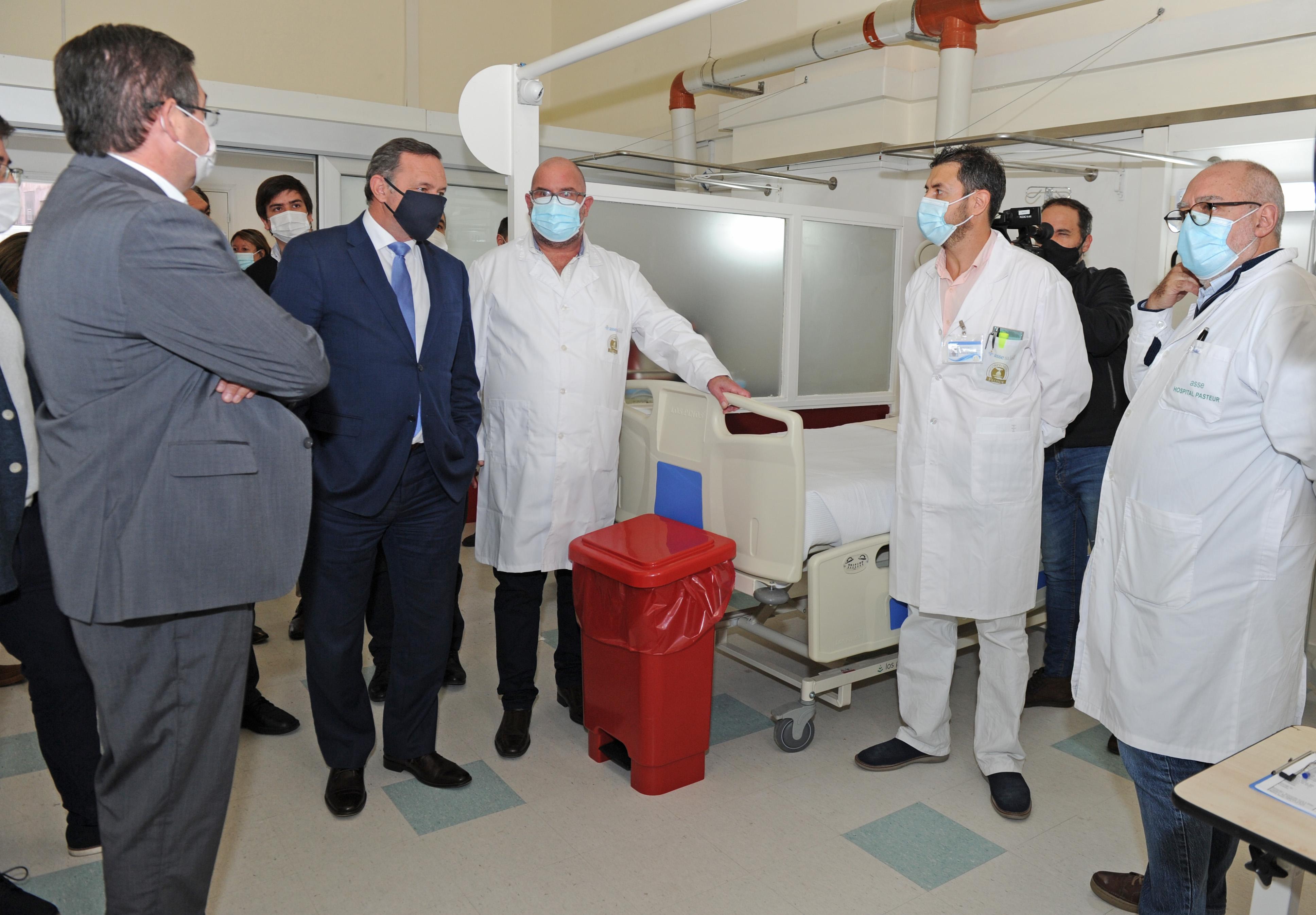 Autoridades de Gobierno recorren instalaciones de nuevo sector de CTI en hospital Pasteur