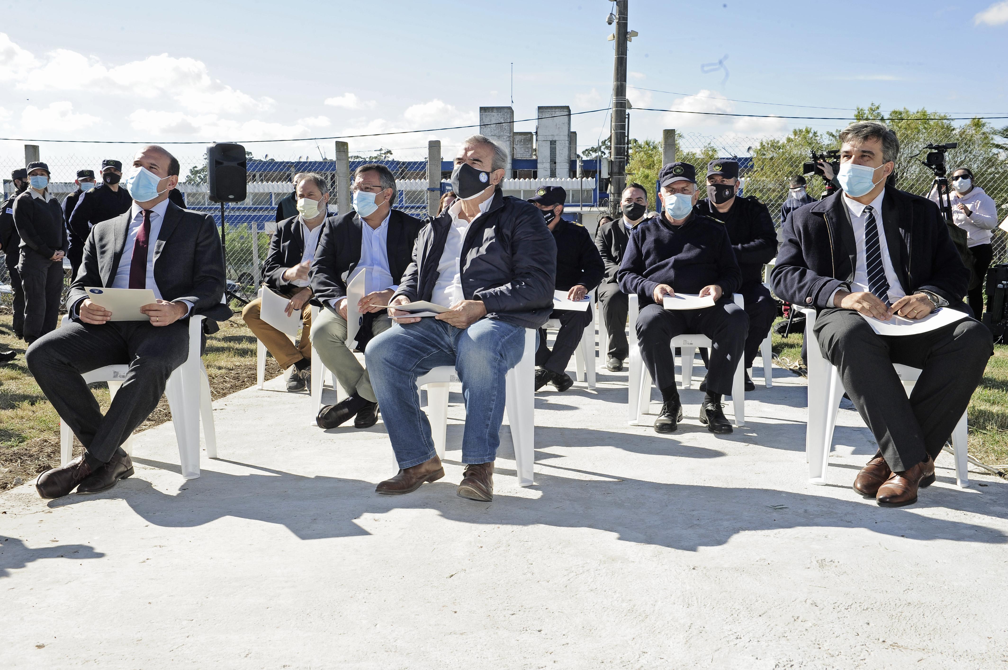Autoridades en inaguración del centro de preegreso de personas privadas de libertad ubicado en la Unidad n.° 4 (Santiago Vázquez)