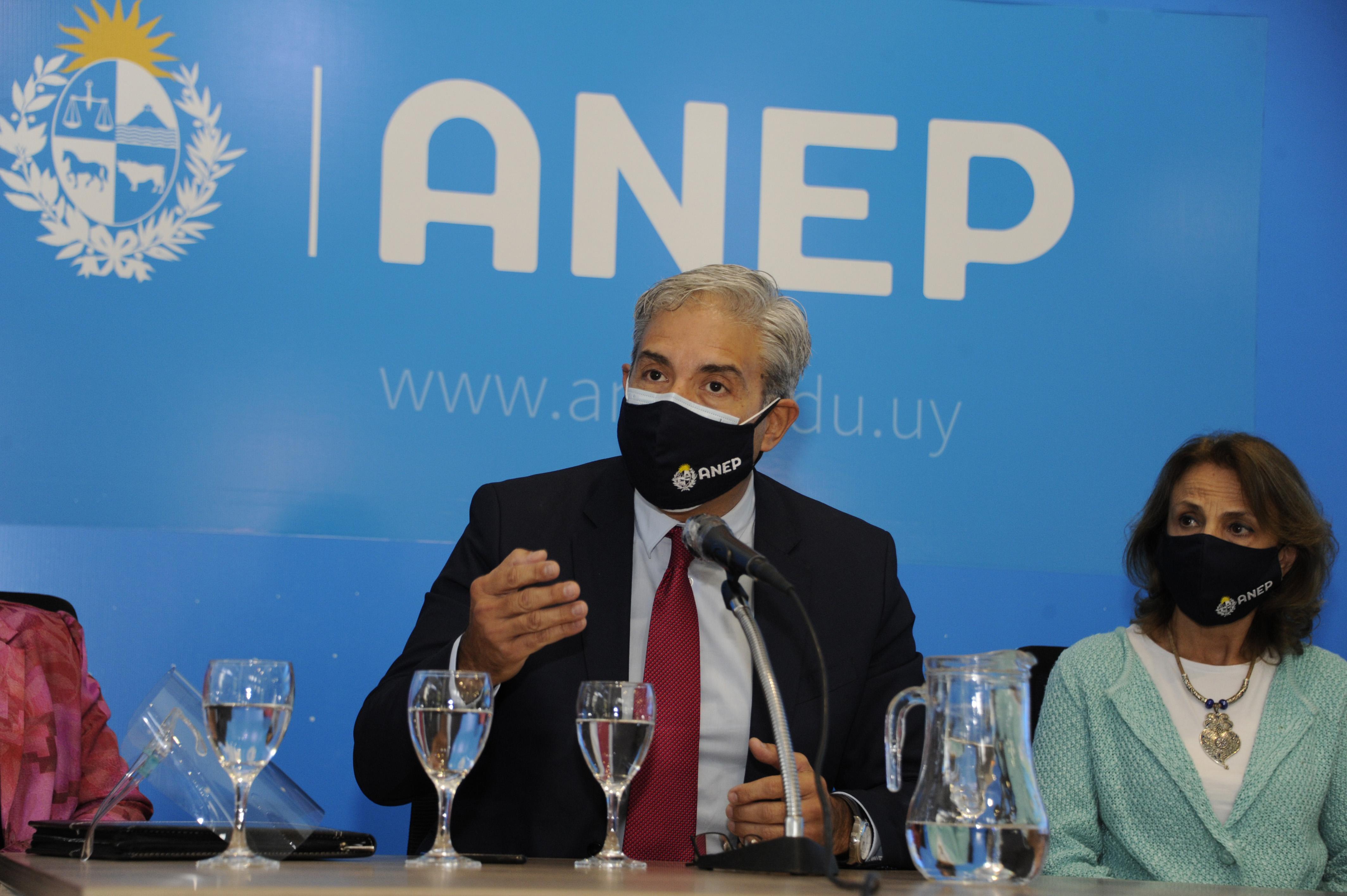 Robert Silva en la presentación de la Encuesta Nacional sobre Educación