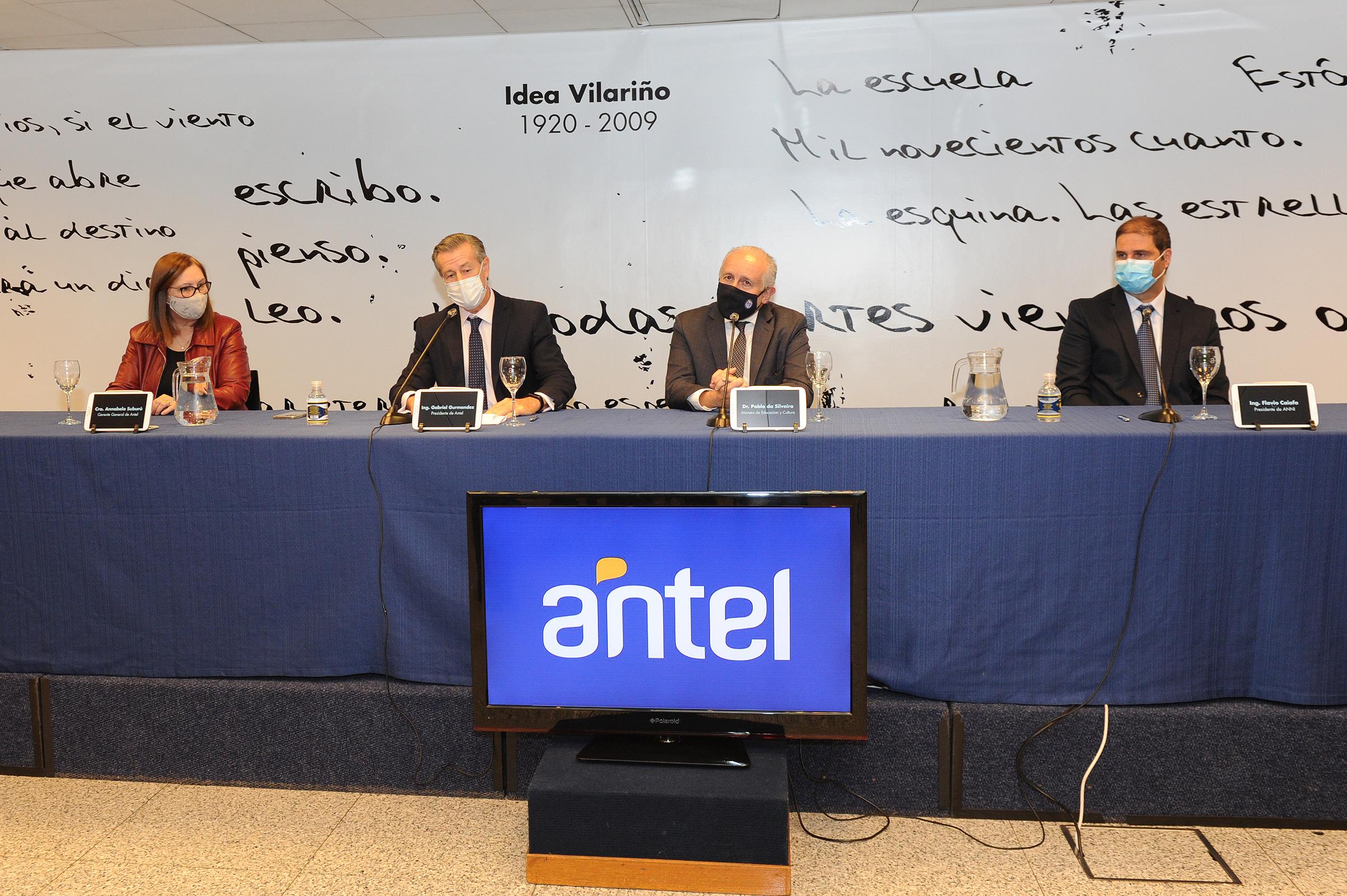 Autoridades de Antel, MEC y ANII, durante la conferencia de prensa en el marco de la firma del convenio