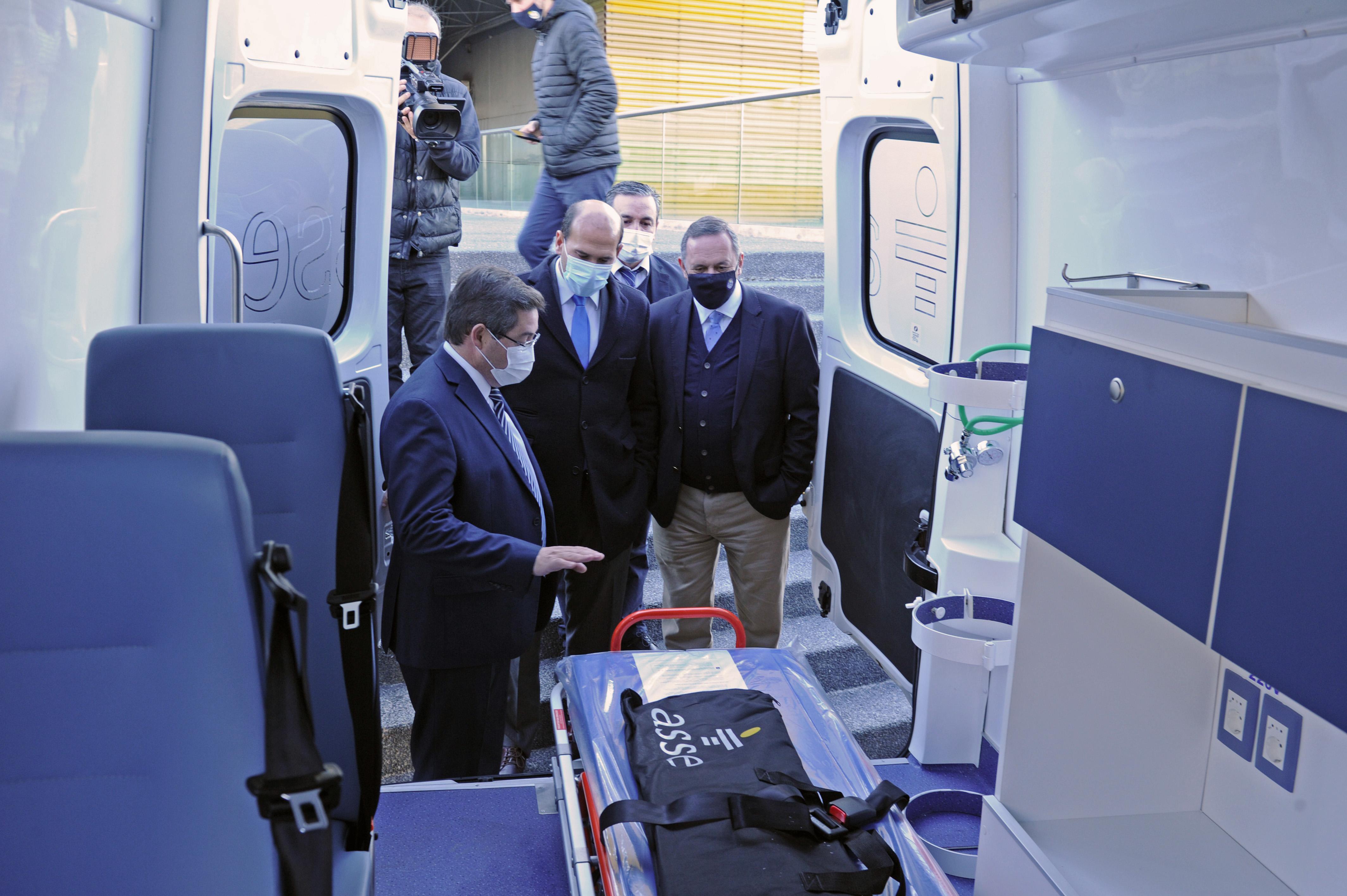 Presentación de dos ambulancias exclusivas para la asistencia de personas en situación de calle