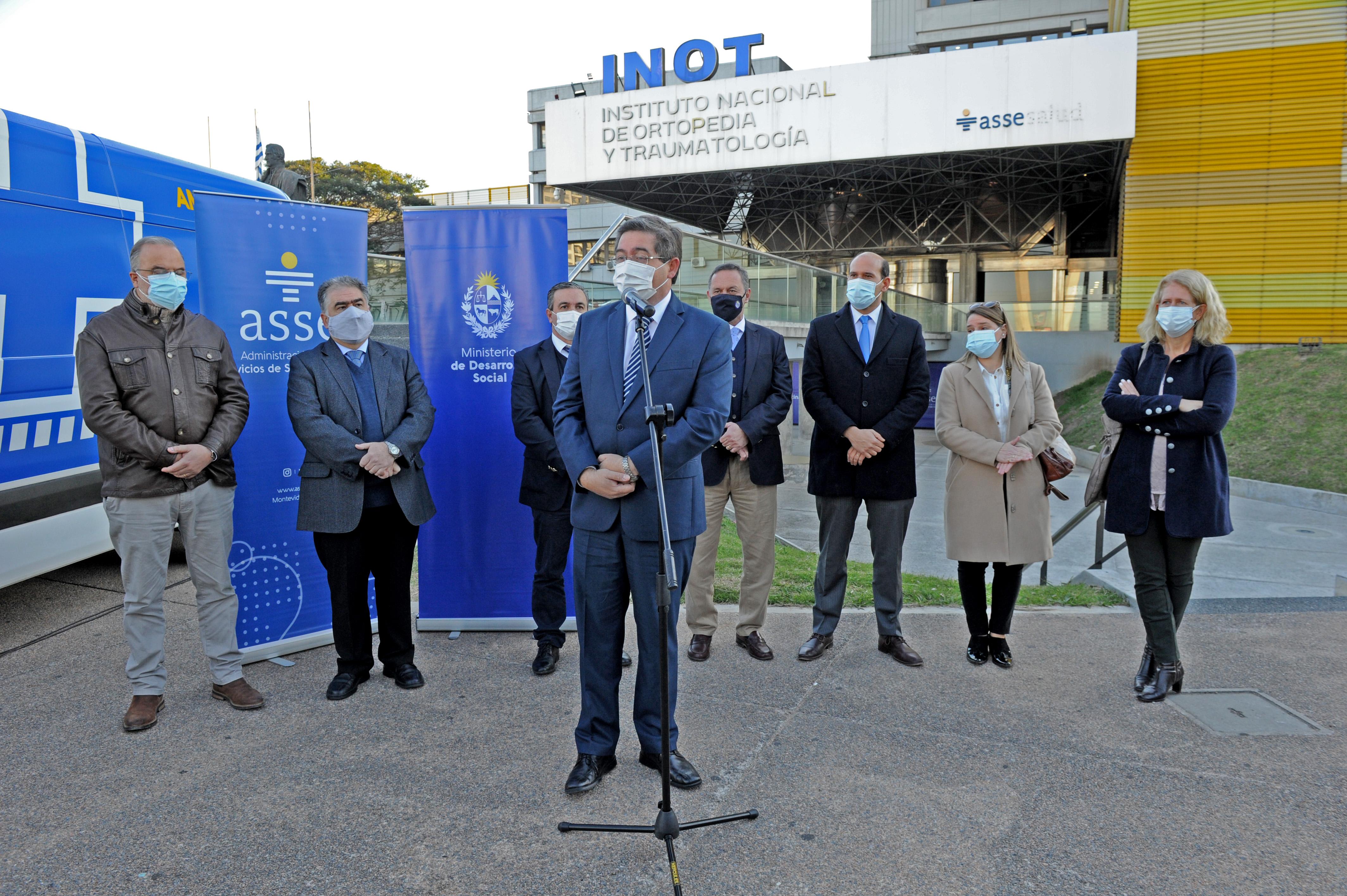 Presidente de ASSE, Leonardo Cipriani hace uso de la palabra