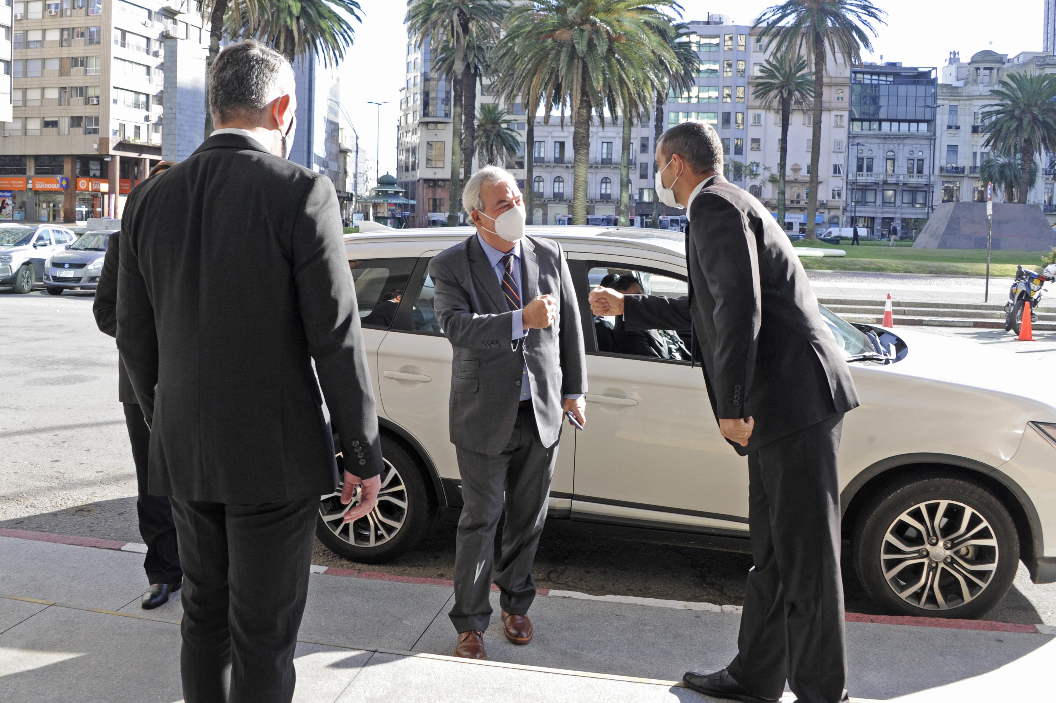 Llegada del designado ministro del Interior, Luis Alberto Heber, a la Torre Ejecutiva