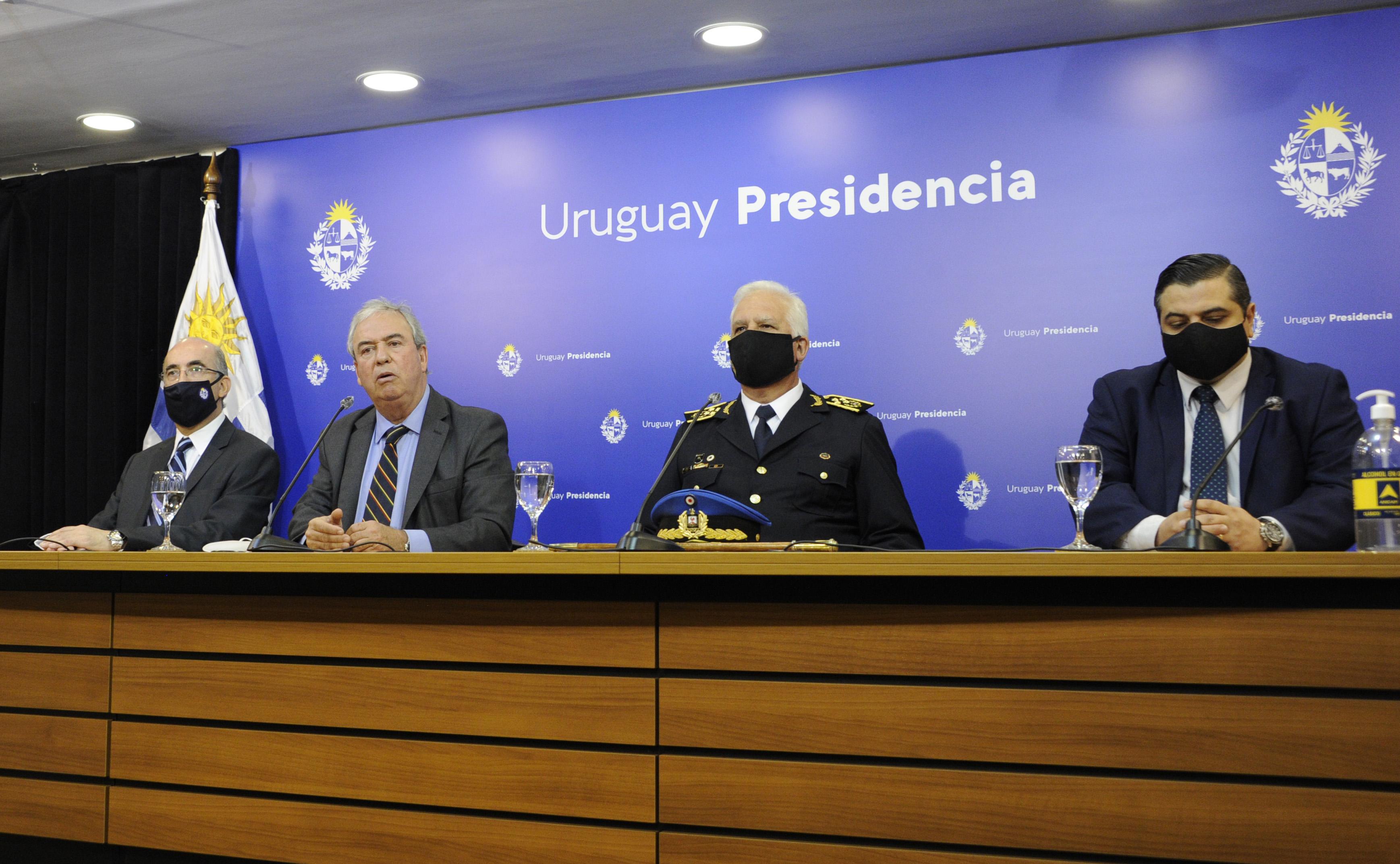Conferencia de prensa de Luis Alberto Heber junto a autoridades policiales