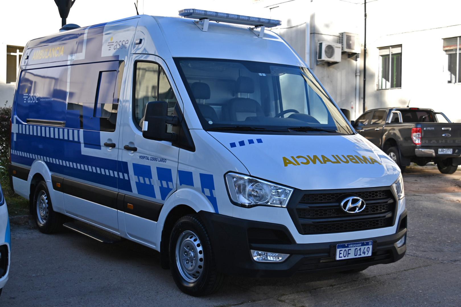 Entrega de una ambulancia en Hospital de Melo