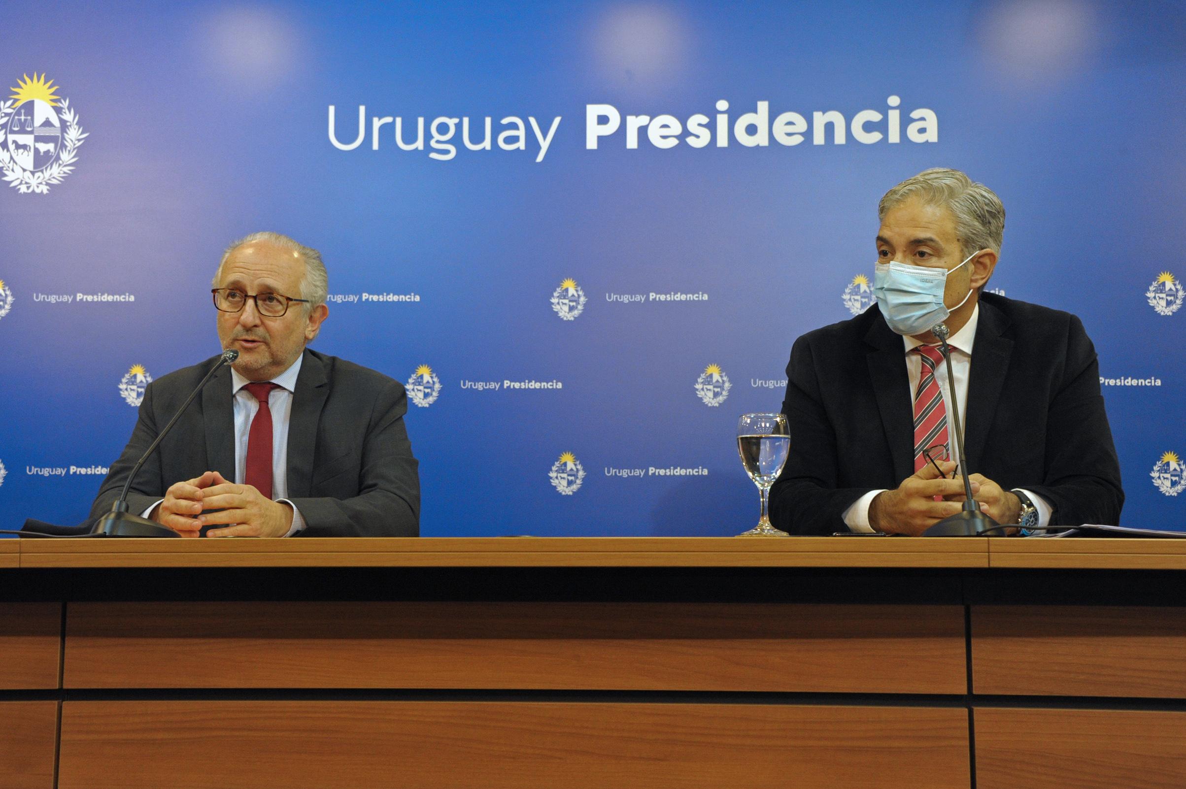 Ministro de Educación, Pablo da Silveira, y presidente de ANEP, Robert Silva