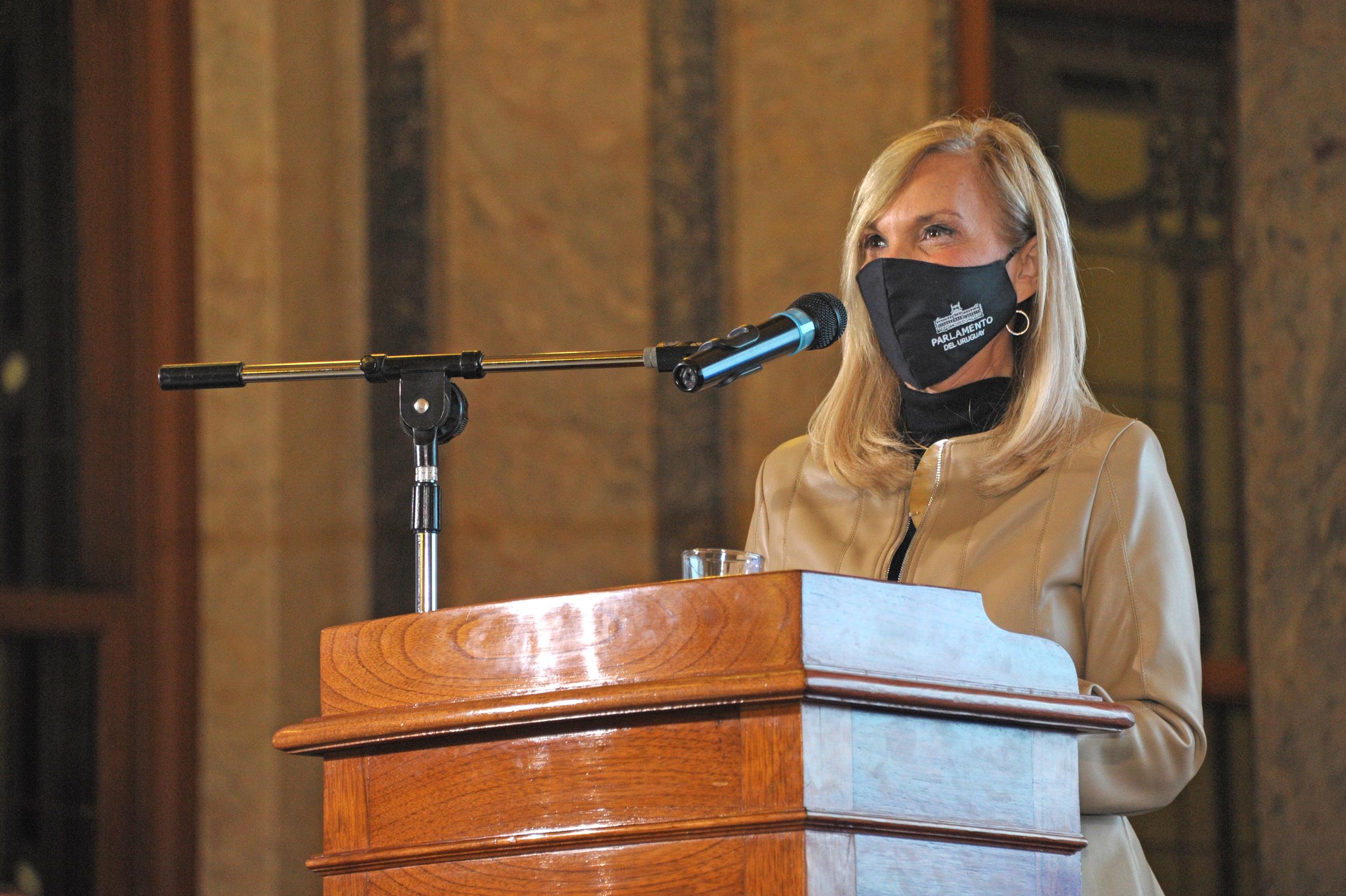 Vicepresidenta de la República, Beatriz Argimón, haciendo uso de la palabra