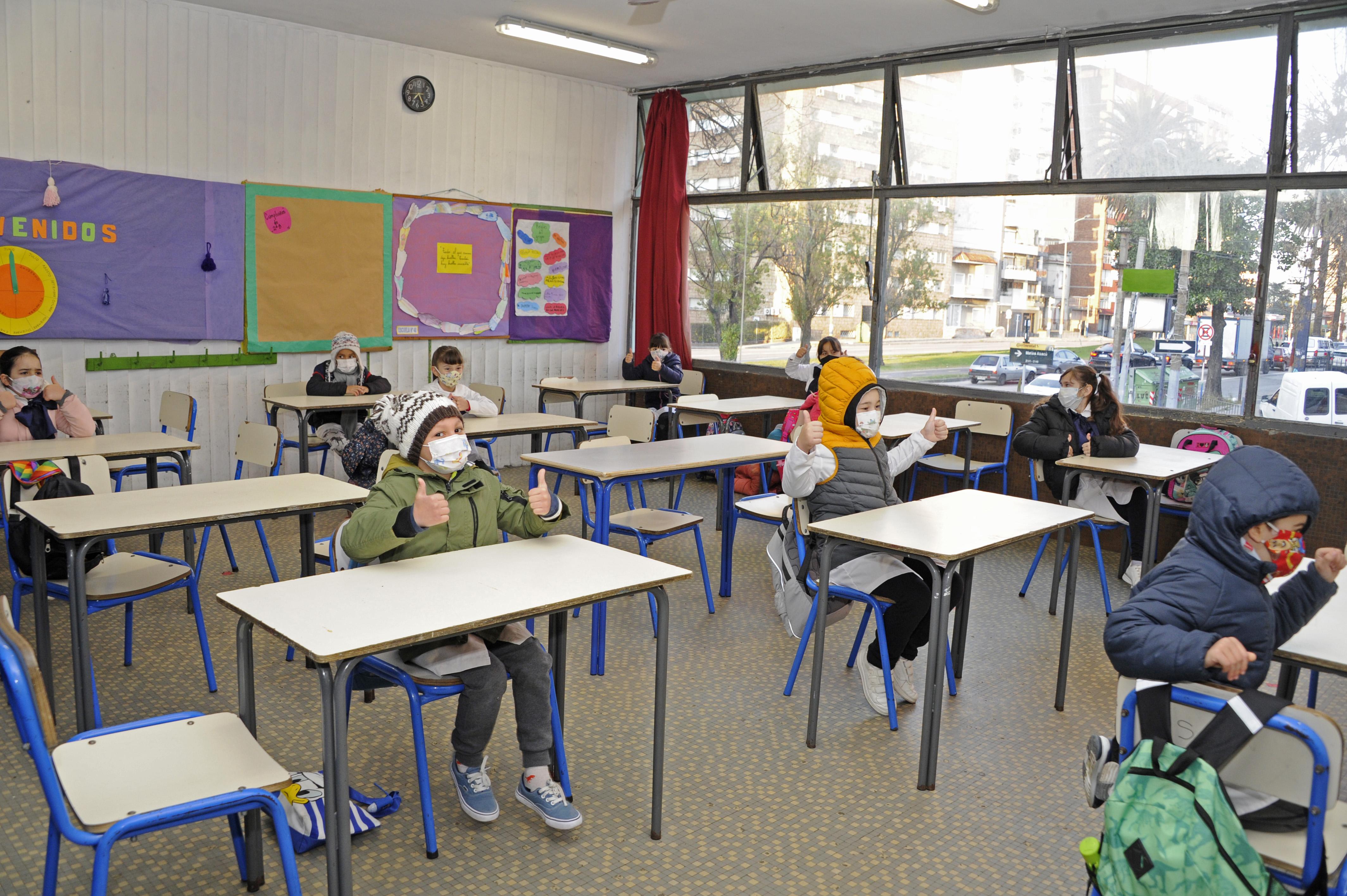 Retorno a las clases presenciales de alumnos de 1.º, 2.º y 3.er año en la escuela n.° 13
