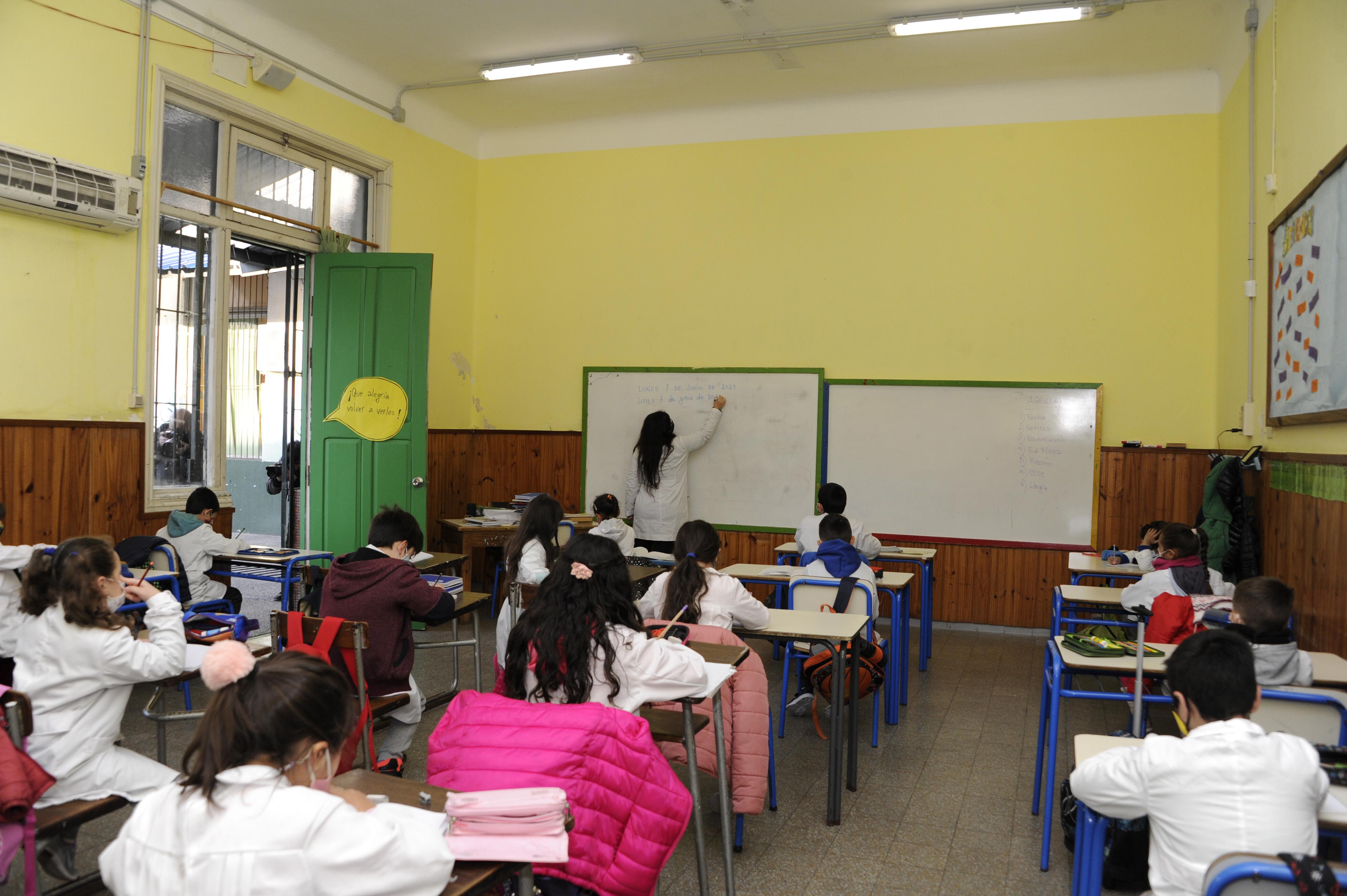 Retorno a la presencialidad de alumnos de 1.º, 2.º y 3.er año en la escuela n.° 13