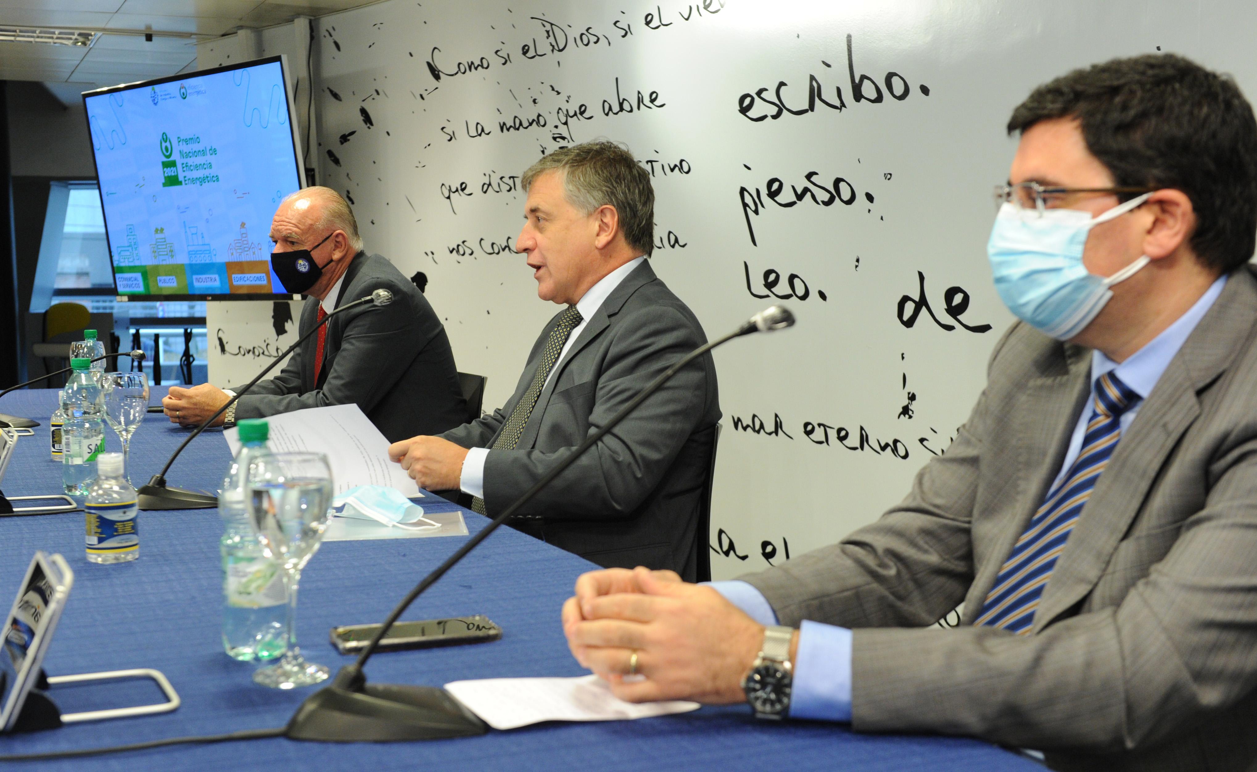 Ministro de Industria, Omar Paganini, acompañado por el subsecretario, Walter Verri y el director de Energía, Fitzgerald Cantero