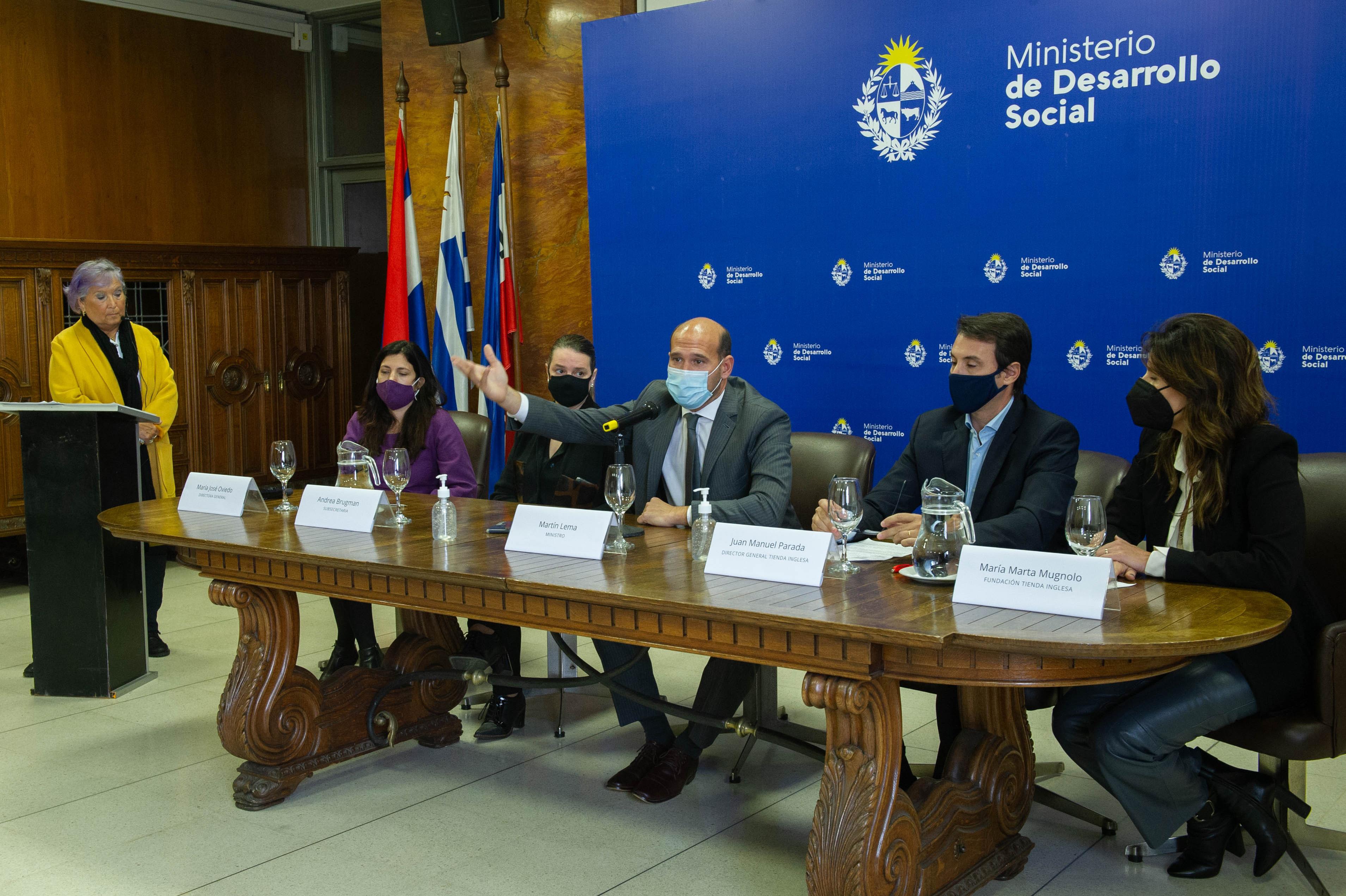 Ministro de Desarrollo Social, Martín Lema, encabeza la firma de convenio