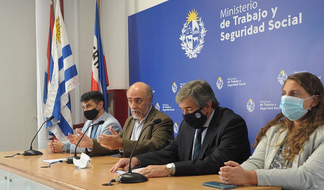 Ministro de Trabajo y Seguridad Social, Pablo Mieres, encabezó conferencia de prensa