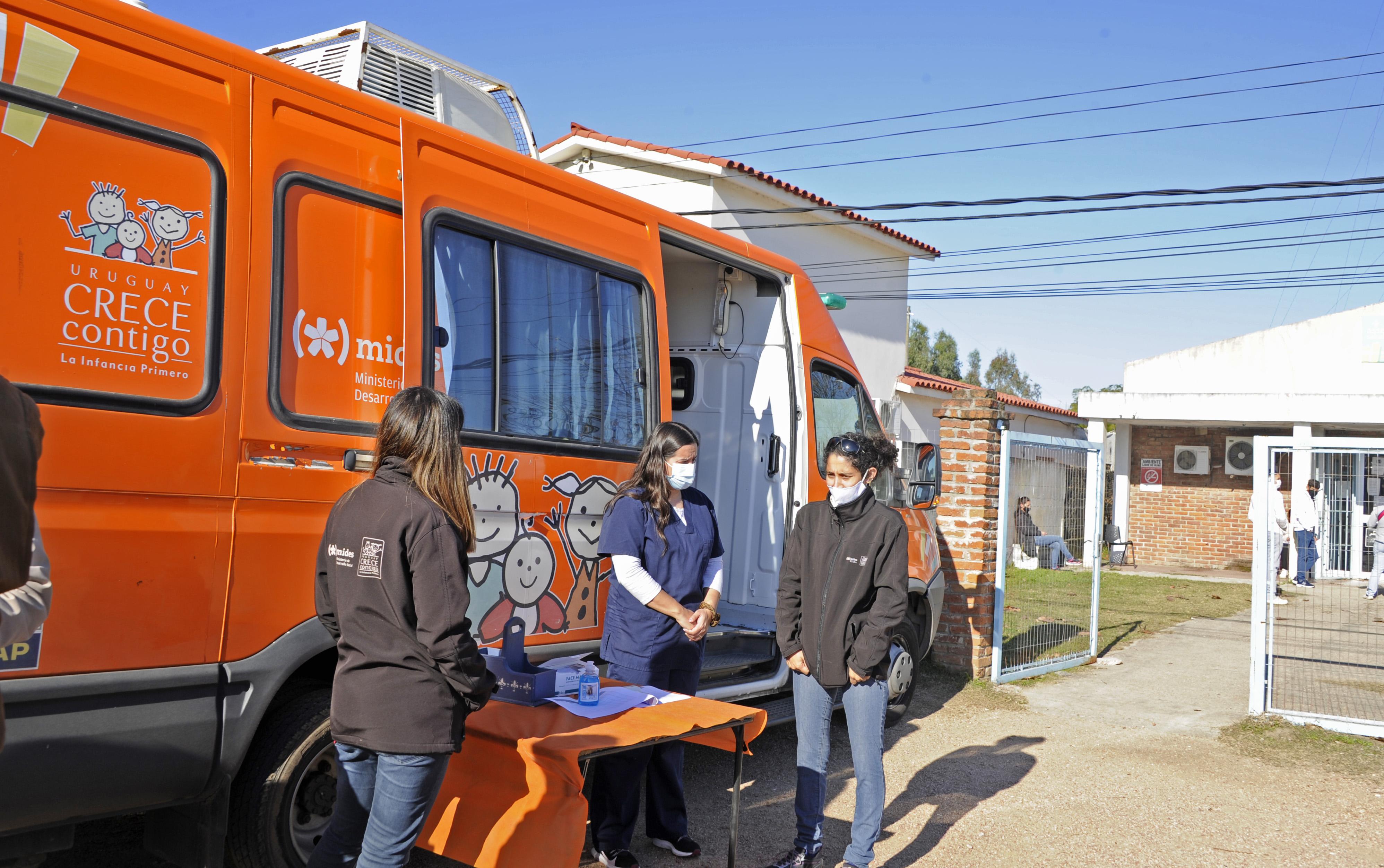 Jornada de vacunación a mujeres embarazadas beneficiarias de Uruguay Crece Contigo en Ciudad del Plata
