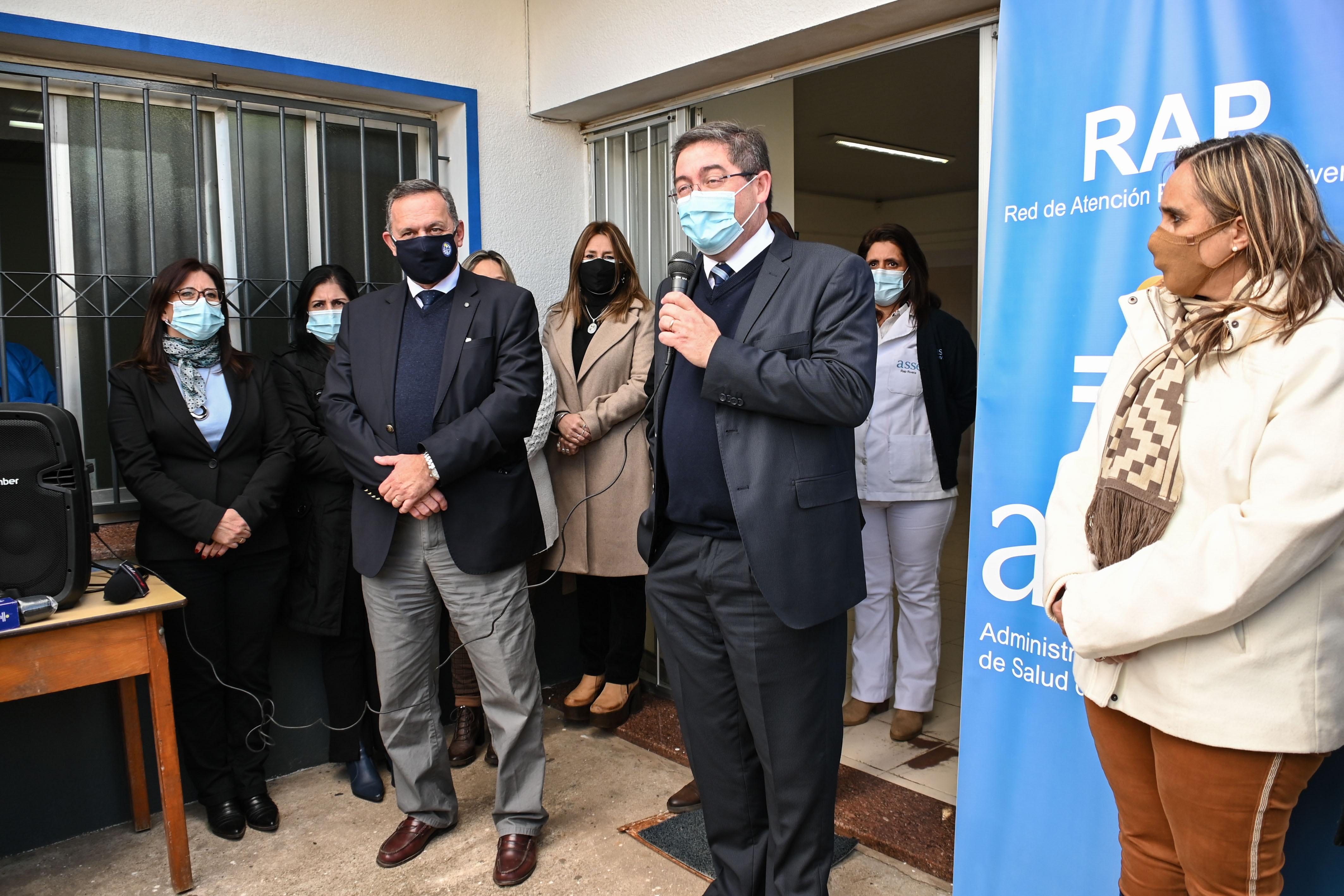 Autoridades en reinauguración de policlínica Tres Cruces, en Rivera